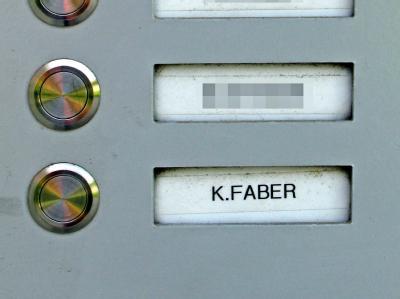Klingelschild an der Wohnung von Klaas Carel Faber in Ingolstadt. Foto: Horst Richter/Donaukurier/Archiv