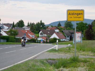 Die Ortseinfahrt von Aldingen. Foto: Tobias Kleinschmidt