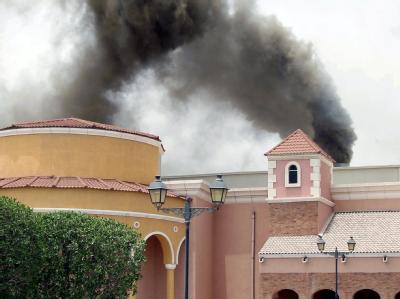 Die Villaggio Mall in Doha steht in Flammen. Foto: STR