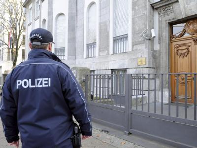 Syrische Botschaft in Berlin: Aus Protest gegen das Massaker in der Ortschaft Al-Hula mit mehr als 100 Toten hat Deutschland den syrischen Botschafter ausgewiesen. Foto: Maurizio Gambarini