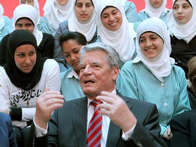 Gauck besucht Mädchenschule in Nablus