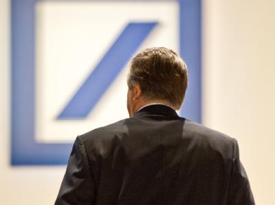 Josef Ackermann, scheidender Chef der Deutschen Bank präsentiert sich auf der Hauptversammlung der Deutschen Bank in Frankfurt am Main zum letzten Mal den Aktionären. Foto: Boris Roessler