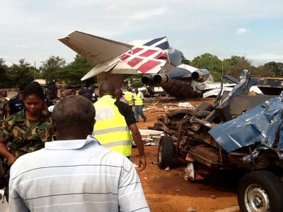 Eine Boeing 727 hat in Ghana einen Bus überfahren. Foto: Adadevoh David