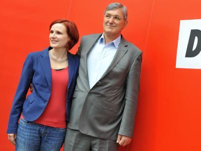 Katja Kipping und Bernd Riexinger, die neuen Vorsitzenden der Partei Die Linke, beim Parteitag der Linken in der Lokhalle in Göttingen. Foto: Bernd Von Jutrczenka