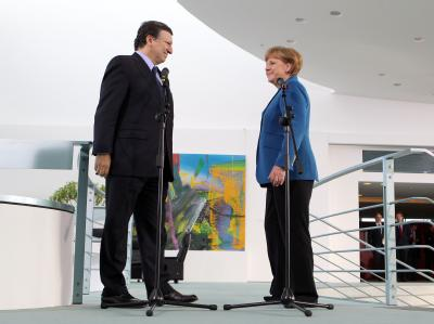 Bundeskanzlerin Angela Merkel (CDU) hat im Bundeskanzleramt in Berlin den Präsidenten der EU-Kommission, Jose Manuel Barroso empfangen. Foto: Kay Nietfeld