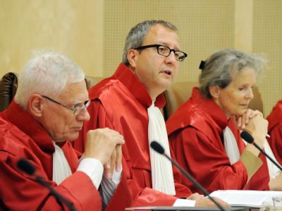 Der Zweite Senat des Bundesverfassungsgerichts eröffnet in Karlsruhe die Verhandlung über das neue Wahlrecht für Bundestagswahlen. Foto: Uli Deck