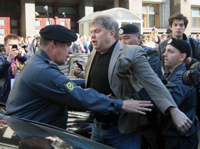Die Polizei nahm bei Protesten gegen das verschärfte Versammlungsgesetz rund 50 Regierungsgegner in Moskau fest. Foto: Sergei Chirikov