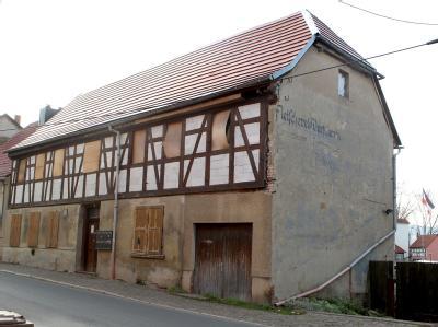 Ermittler haben das «Braune Haus» in Jena durchsucht. Foto: Bodo Schackow