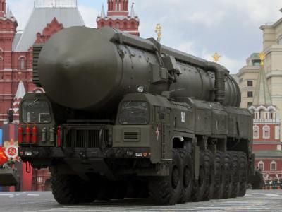 Eine strategische russische Atomrakete vom Typ Topol-M (Nato-Code: SS-27 Sickle B) bei der Militärparade zum Tag des Sieges auf dem Roten Platz. Foto: Yuri Kochetkov