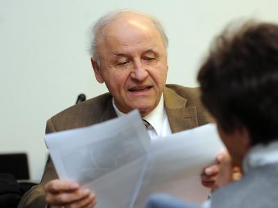 Michael Buback, Sohn vom damaligen Generalbundesanwalt Siegfried Buback, der am 07.04.1977 in Karlsruhe von Mitgliedern der RAF erschossen wurde, im Gerichtssaal des Oberlandesgerichts Stuttgart. Foto: Bernd Weißbrod