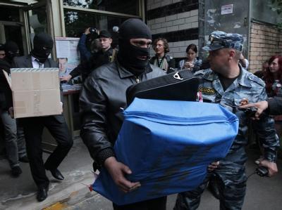 Ermittler durchsuchen zeitgleich die Wohnungen bekannter Oppositioneller in Moskau. Foto: Maxim Shipenkov