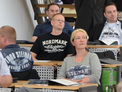 NPD-Abgeordnete provozieren im sächsischen Landtag mit der bei Neonazis beliebten Modemarke Thor Steinar. Foto: Steffen Giersch
