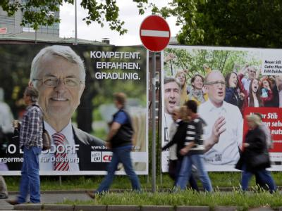 Wahlplakate von SPD-Bewerber Sören Link und CDU-Kandidat Benno Lensdorf für das Duisburger Oberbürgermeisteramt. Foto: Roland Weihrauch