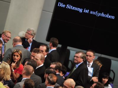 Die Bundestagssitzung wurde überraschend beendet, nachdem die Beschlussfähigkeit des Parlaments nicht festgestellt werden konnte, weil nicht genügend Abgeordnete anwesend waren. Foto: Hannibal