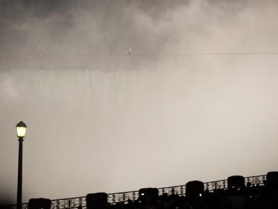 Nik Wallenda ist der erste Mensch, der sich über die Horseshoe Falls (Hufeisenfälle) wagte. Foto: Warren Toda