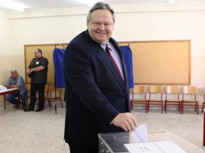 Der Chef der Sozialisten, Evangelos Venizelos, bei der Stimmabgabe. Foto: Sotiris Barbarousis