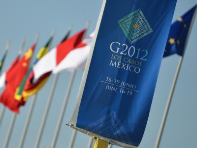 Die Fahnen der G20-Staaten in Los Cabos, Mexiko:  Am 18. und 19.06.2012 findet in dem exklusiven Badeort am Pazifik der diesjährige G20-Gipfel statt. Foto: Peer Grimm
