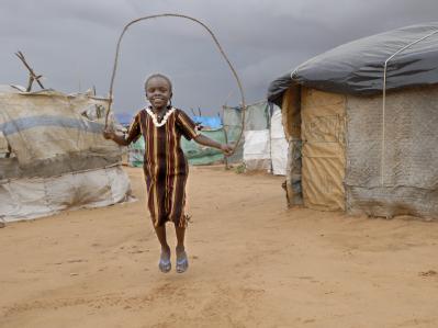 Millionen Flüchtlinge versuchen, sich im Elend ein Stück Alltag zu bewahren. Hier im Flüchtlingslager Dereig (Darfur, Sudan). Foto: Paul Jeffrey/obs/Caritas