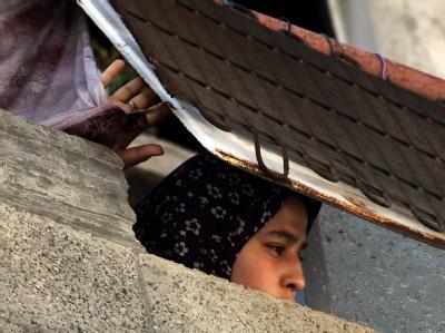Flüchtlingslager in Gaza: Eine Frau schaut der Beisetzung eines Hamas-Kämpfers zu, der am 21. Juni nach einem israelischen Luftschlag gestorben war. Foto: Mohammed Sabei