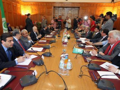 Vertreter der syrischen Opposition bei einem Gespräch mit der arabischen Liga in Kairo. Foto: Mohamed Messara/Archiv