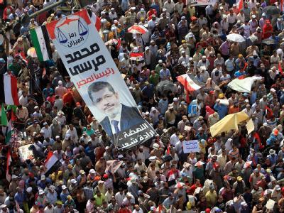 Zehntausende Menschen strömten auf den Tahrir-Platz in Kairo, um vom regierenden Militärrat die Rückkehr zu einer zivilen Regierung zu verlangen. Foto: Andre Pain