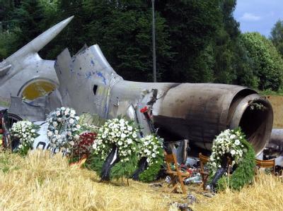 Beim Zusammenstoß zweier Maschinen in mehr als 11 Kilometern Höhe waren am 01.07.2002 kurz vor Mitternacht 71 Menschen in den Tod gerissen worden. Foto: Patrick Seeger / Archiv