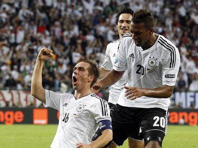 Philipp Lahm jubelt über seinen Treffer zum 1:0. Foto: Kamil Krzaczynski