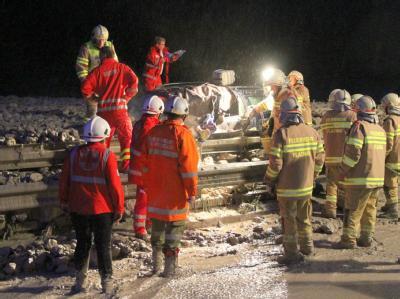 Auf der Tauernautobahn in Salzburg wurde ein Auto von einer Schlammlawine verschüttet, der Fahrer wurde schwer verletzt. Foto: Franz Neumayr