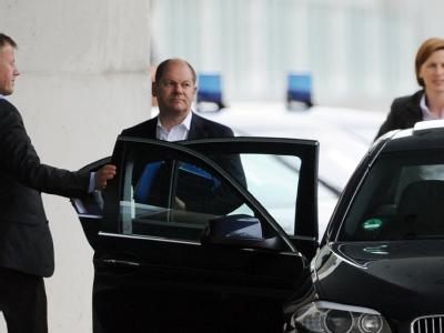 Hamburgs Erster Bürgermeister Olaf Scholz (SPD) auf dem Weg ins Kanzleramt in Berlin. Foto: Maurizio Gambarini