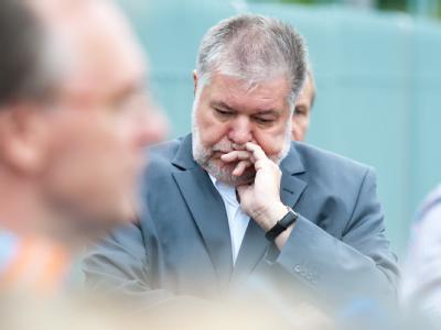 Offensichtlich unzufrieden: der Ministerpräsident von Rheinland-Pfalz, Kurt Beck (SPD). Foto: Maurizio Gambarini