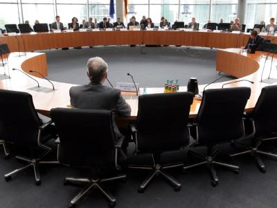 Sitzung des Neonazi-Untersuchugsausschusses des Bundestags. Foto: Wolfgang Kumm, dpa