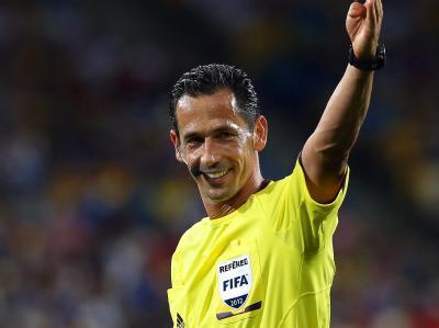 Er darf es: Pedro Proenca pfeift das EM-Finale zwischen Italien und Titelverteidiger Spanien in Kiew. Foto: Srdjan Suki / Archiv