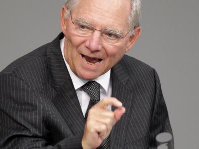 Bundesfinanzminister Wolfgang Schäuble spricht vor dem Deutschen Bundestag. Foto: Wolfgang Kumm / Archiv