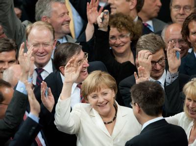 Erfreute Kanzlerin: Angela Merkel nach der Abstimmung über den Fiskalpakt und den Europäischen Rettungsschirm ESM. Foto: Maurizio Gambarini