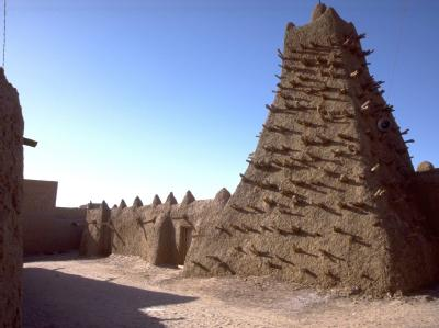 Das Minarett einer der drei Lehmmoscheen von Timbuktu, die zum Weltkulturerbe gehören. Foto: Evan Schneider