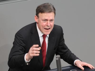 Der parlamentarische Geschäftsführer der SPD-Bundestagsfraktion, Thomas Oppermann, spricht im Bundestag in Berlin. Foto: Wolfgang Kumm dpa/Archiv