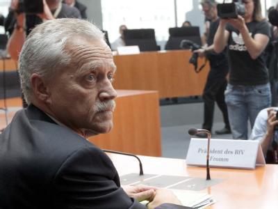 Der scheidende Präsident des Bundesverfassungsschutzes, Heinz Fromm, im Anhörungssaal des NSU-Ausschusses. Foto: Wolfgang Kumm