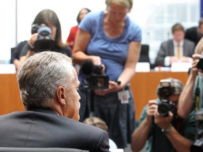 Der Präsident des Bundesverfassungsschutzes, Heinz Fromm wird in der Sitzung des Neonazi-Untersuchugsausschusses des Bundestags als Zeuge vernommen. Foto: Wolfgang Kumm/Archiv