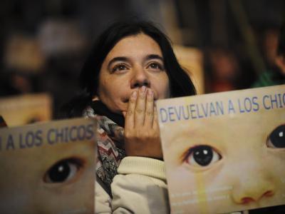 Eine Menschenrechtsaktivistin ist während der Urteilsverkündung den Tränen nah. Foto: Sergio Goya