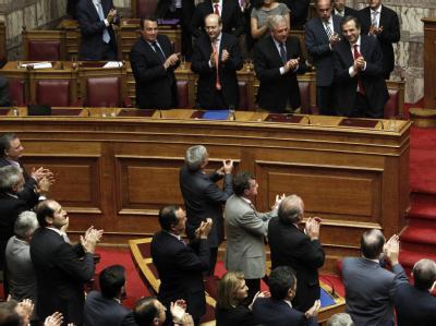 Applaus nach dem Vertrauensvotum für die Regierung Samaras im Parlament. Foto: Alkis Konstantinidis
