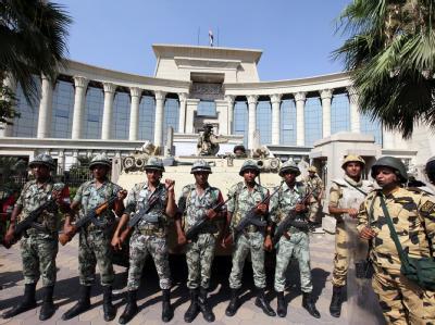 Soldaten vor dem Verfassungsgericht in Kairo
