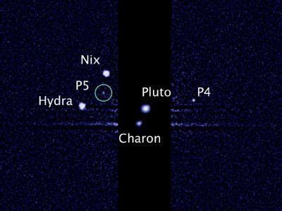 Das Hubble-Foto zeigt im Kreis den neu entdeckten fünften Pluto-Mond. Foto: NASA