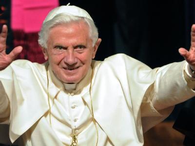 Papst Benedikt XVI. bei einer Audienz. Foto: Marijan Murat/Archiv