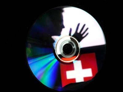 Nordrhein-Westfalen hat nach einem Medienbericht erneut eine CD mit Steuerdaten aus der Schweiz gekauft. Foto: Julian Stratenschulte/ Symbol