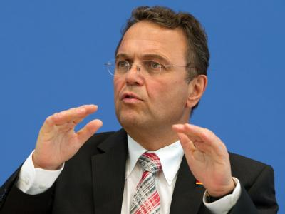 Innenminister Friedrich feuert die Führung der Bundespolizei. Foto: Soeren Stache/Archiv