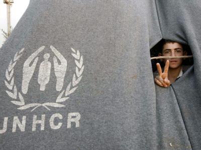 Das Victory-Zeichen wirkt ein wenig unentschlossen: Ein syrischer Flüchtling in einem jordanischen Auffanglager. Foto: Jamal Nasrallah