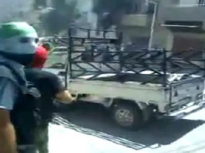 Der Video-Grab zeigt angeblich Kämpfer der Freien Syrischen Armee nahe Damaskus. Foto: Shaam News Network/Archiv