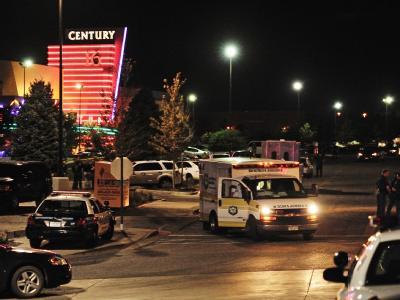 Ein Krankenwagen hält vor dem Kino. Foto: Bob Pearson.