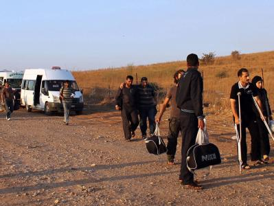 Syrer auf dem Weg zur türkischen Grenze in Hatay. Foto: Anadolu