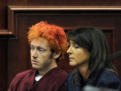 Der mutmaßliche Amokschütze von Aurora wirkte teilnahmslos und benommen bei seinem ersten Auftritt vor Gericht. Foto: RJ Sangosti